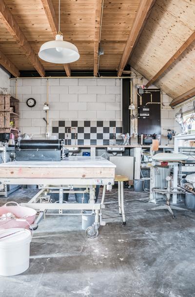 Bedrijfsfotografie-reportage-atelier-van-rosa-sieradenontwerpster-werkplaats-atelier